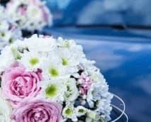 Service de transport dédié pour votre mariage avec un véhicule décoré VTC à Lyon. nous vous transporterons entre la mairie, l'hôtel, la salle des gfêtes et les hôtels